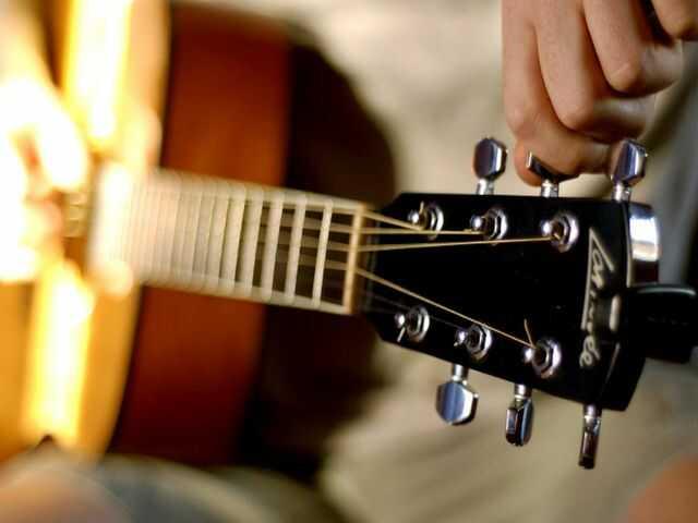1-Nastrojka-gitary.jpg