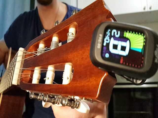 7-Nastrojka-gitary.jpg