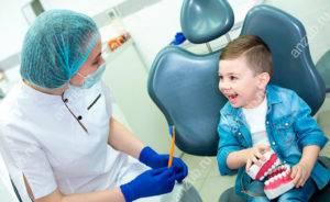 первый-визит-к-стоматологу-300x184.jpg