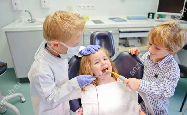 дети-играют-в-стоматолога.jpg